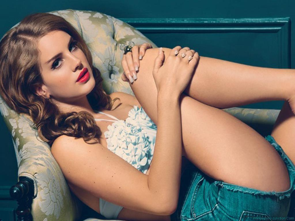 Lana Del Rey hot thighs pic