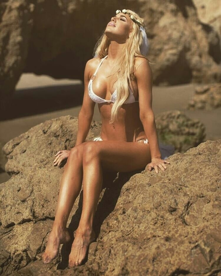 Lana sexy bikini photo