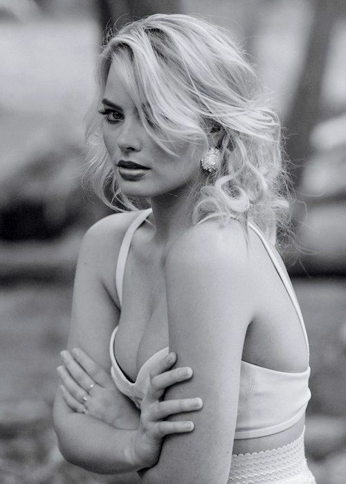 Margot Robbie Sexy Boobs Pictures