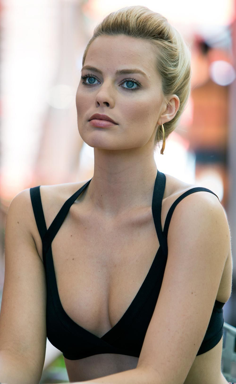 Margot Robbie Sexy Boosb Pictures in Black Dress