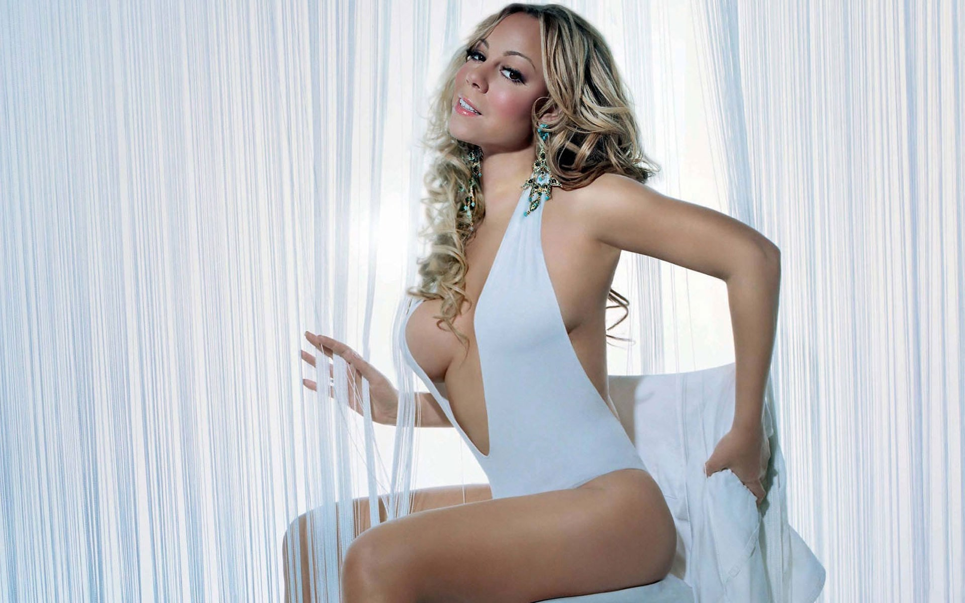 Mariah Carey sexy legs pictures