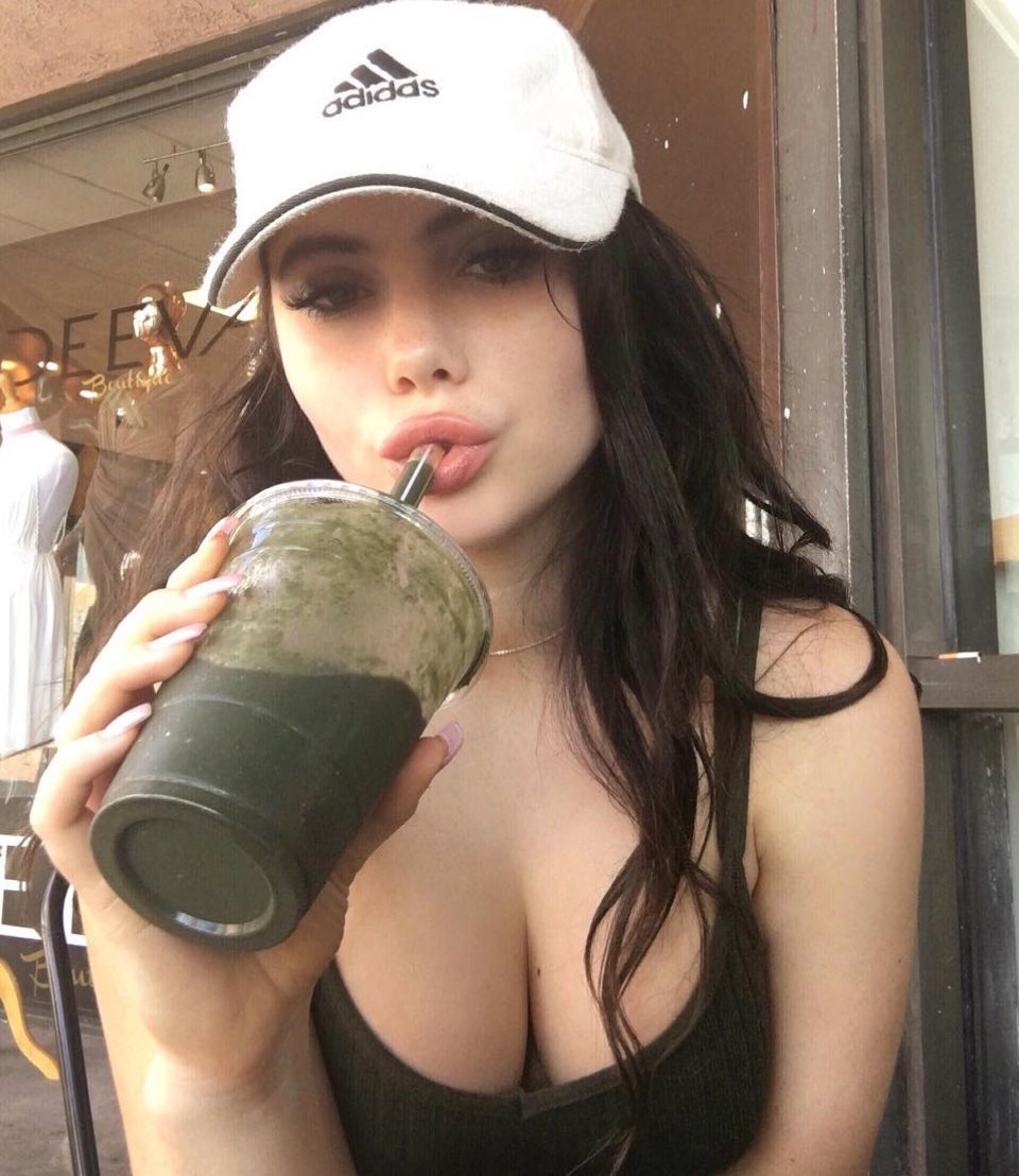 McKayla Maroney hot clevage pic