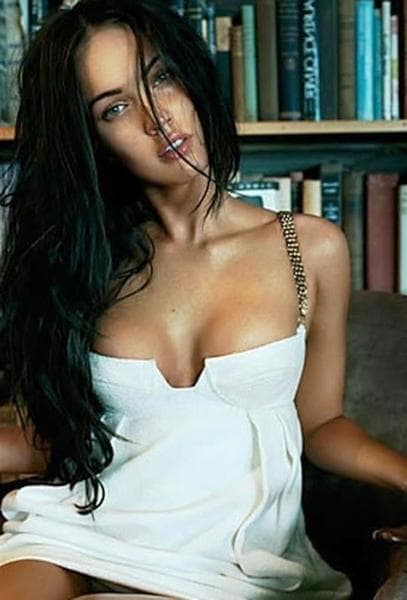 Megan Fox cleavages sexy (2)