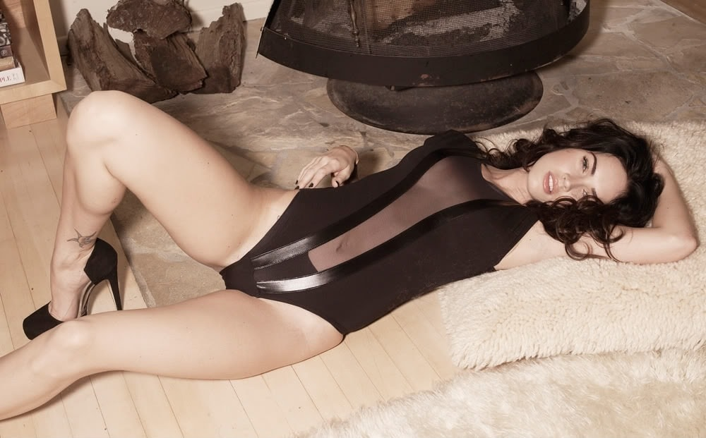 Megan Fox legs hot pic