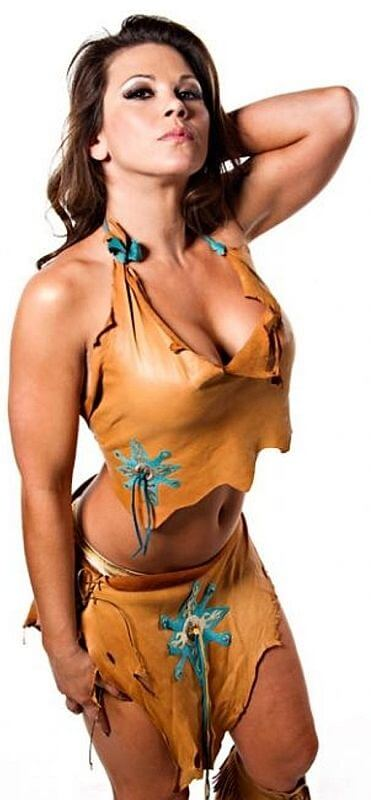Mickie James hot side boobs