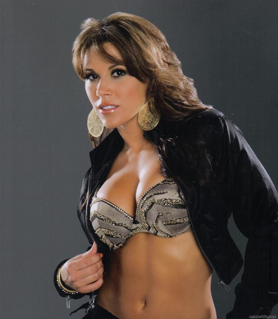 Mickie James sexy side booty