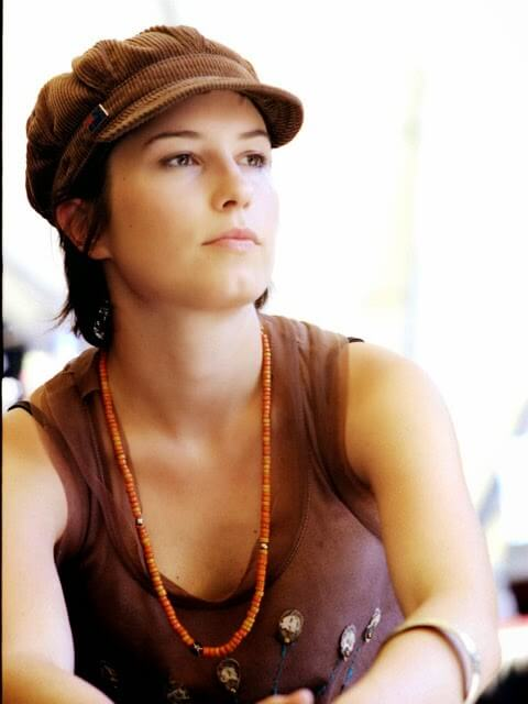 Missy Higgins hot cleavages (2)