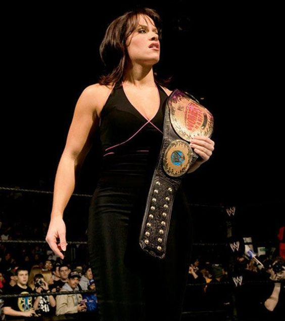 Molly Holly cleavages sexy pic