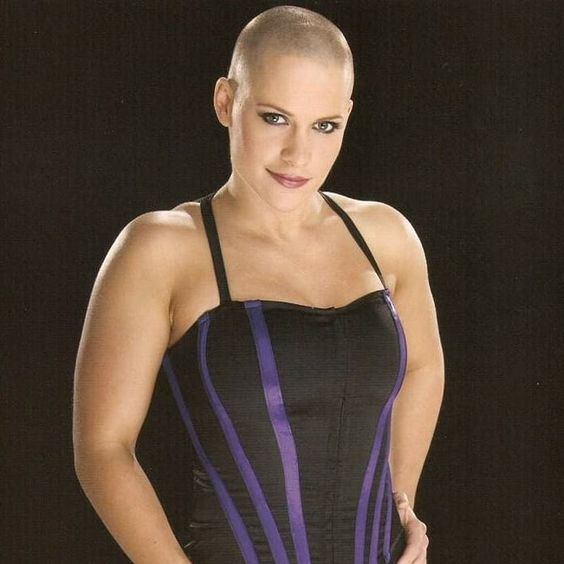 Molly Holly sexy cleavages pics