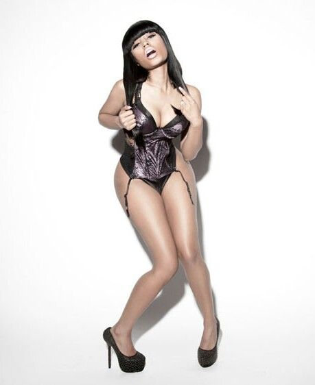 Nicki Minaj legs beautiful (2)