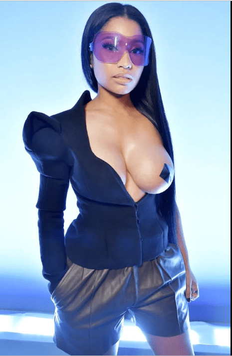 Nicki Minaj topless sexy
