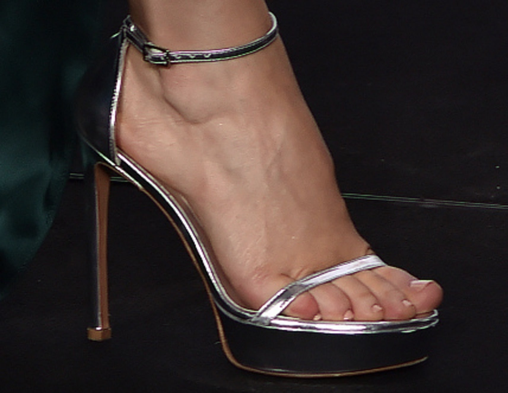 Rachel McAdams Beautiful Feet Image