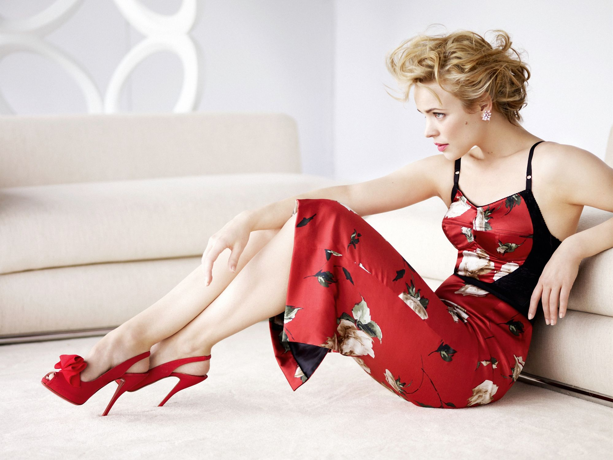 Rachel McAdams Sexy Feet in high heels