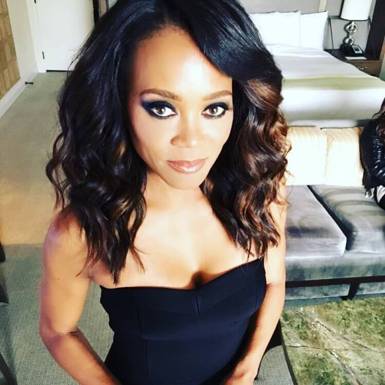 Robin Givens cleavage