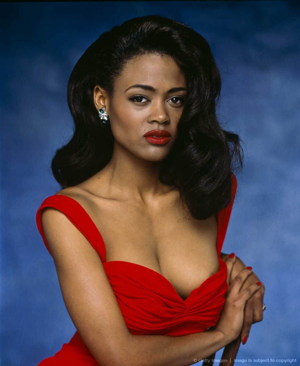 Robin Givens hot cleavage