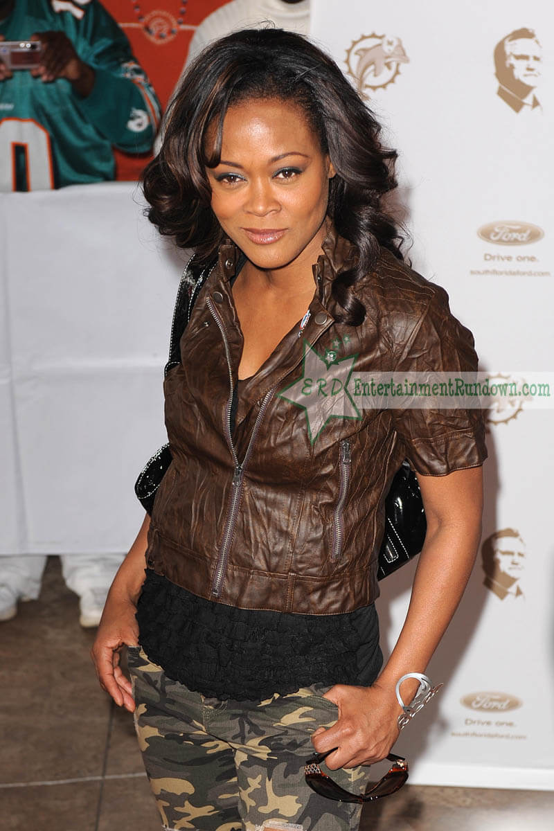 Robin Givens sexxy look pic