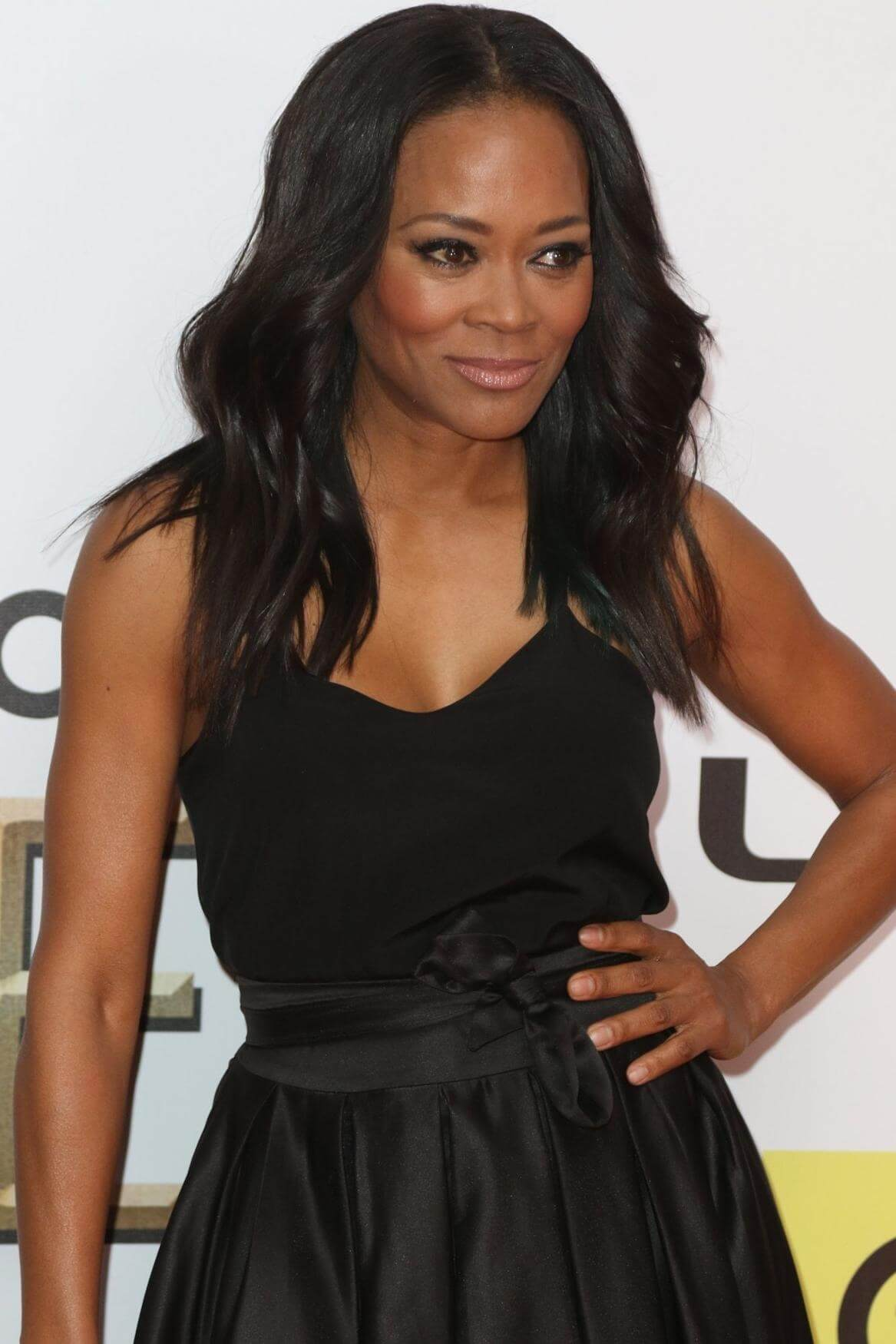 Robin Givens sexy cleavage