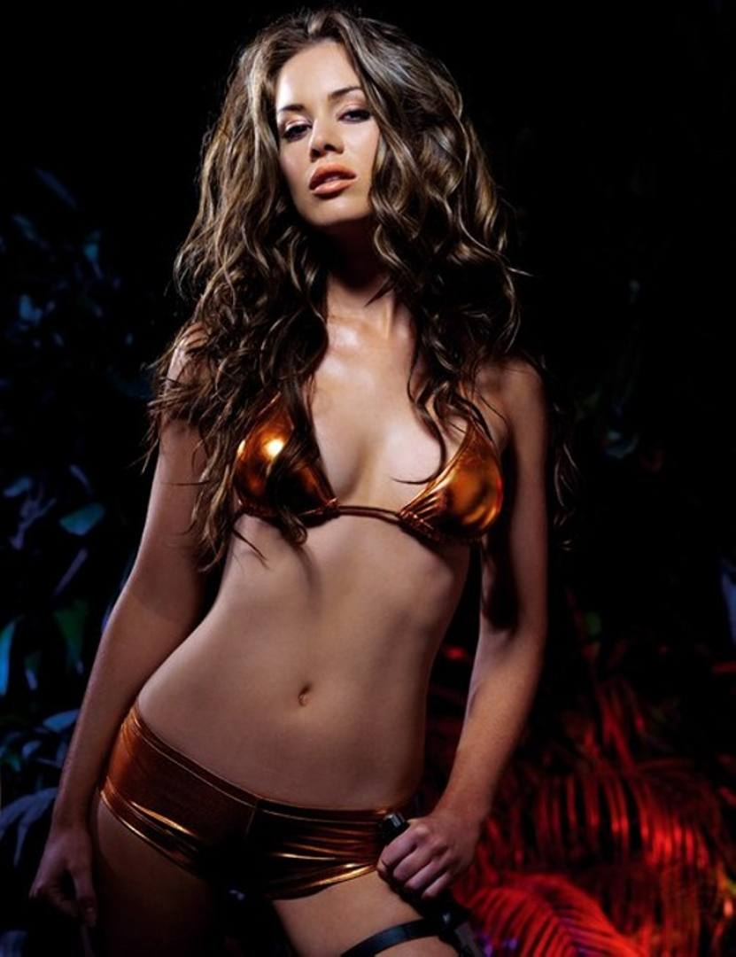 Roxanne McKee Hot in Beautifull Bikini
