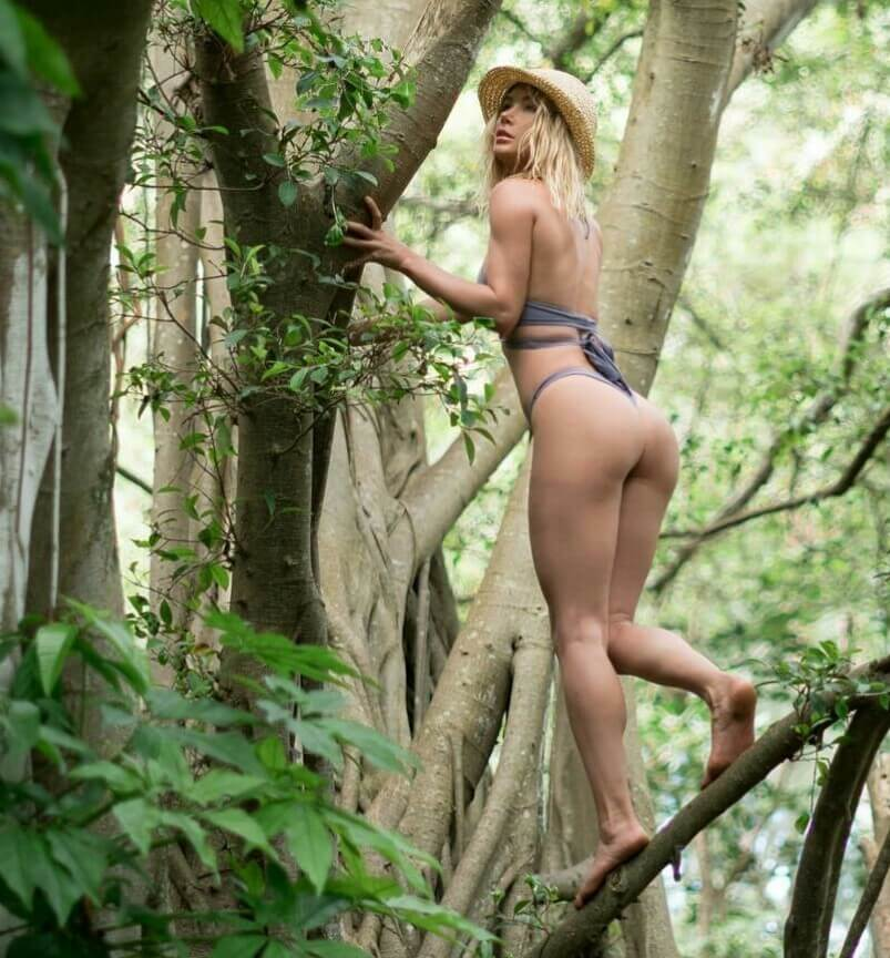 Sara Jean Underwood hot ass photo