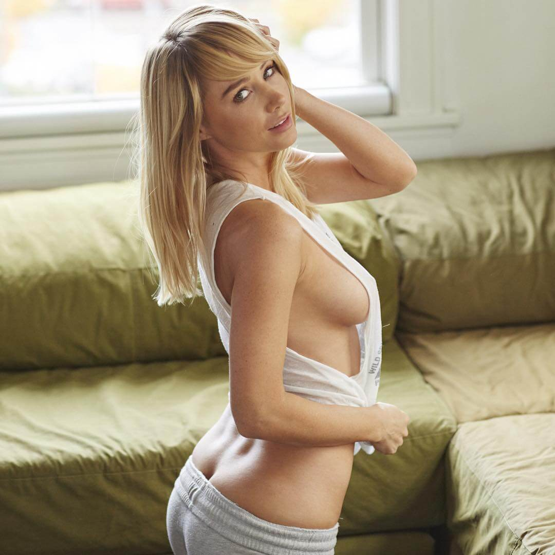 Sara Jean Underwood sexy look