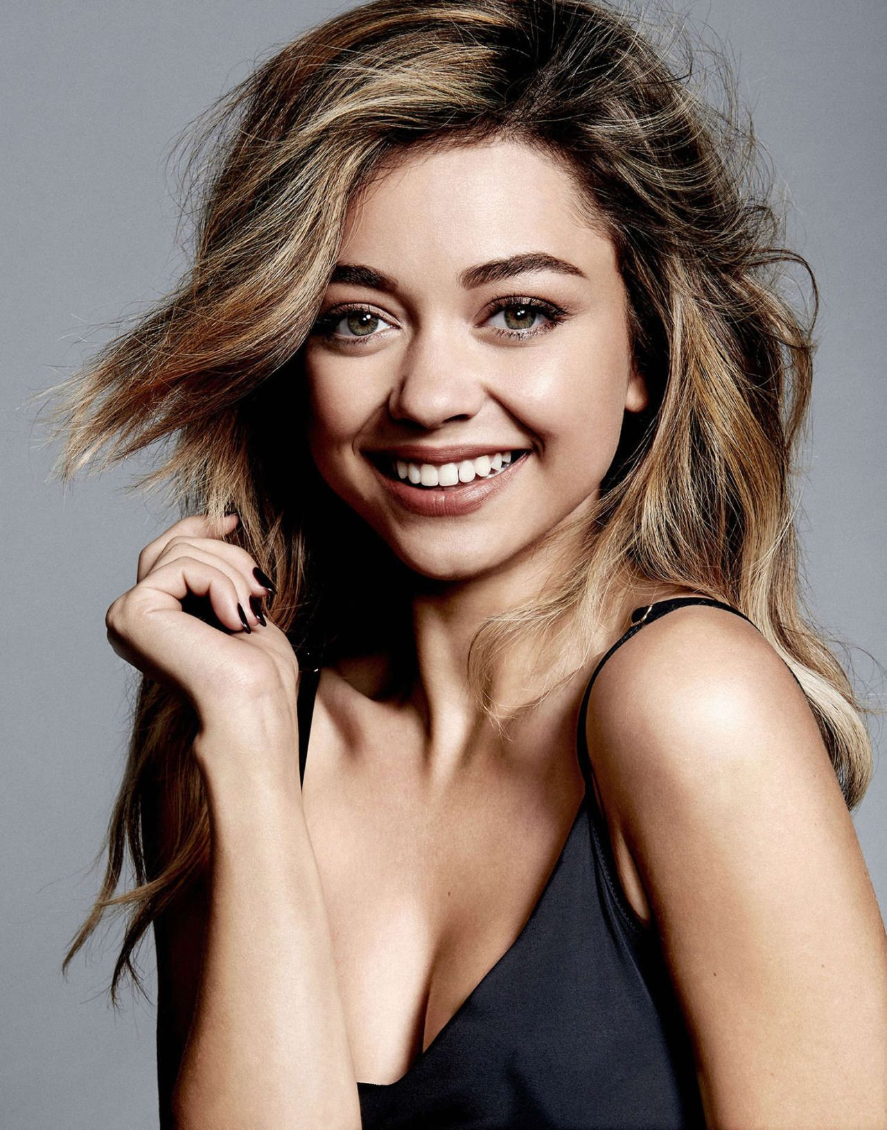 Sarah Hyland sexy clevage