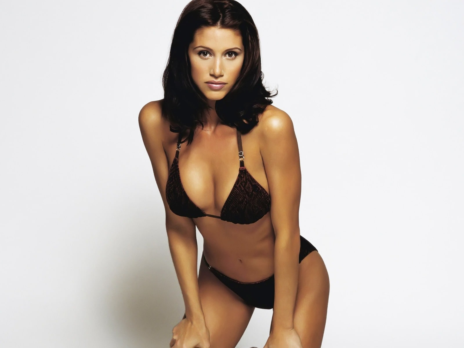 61 Hot Pictures Of Shannon Elizabeth Which Are Stunningly