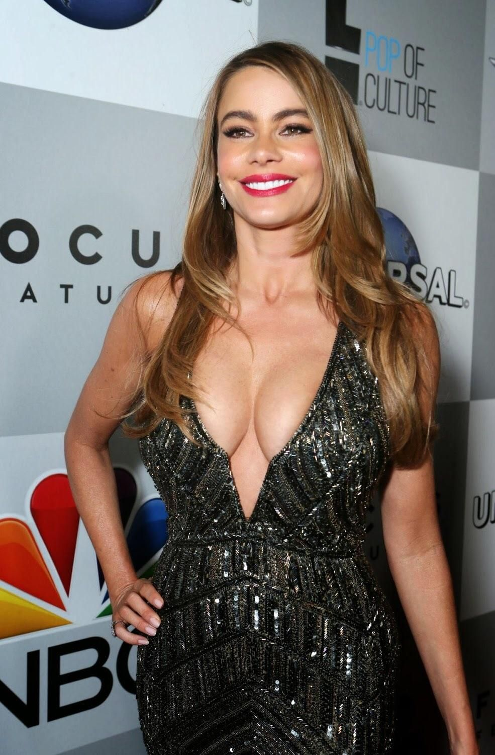 Sofía Vergara cleavages sexy pictures