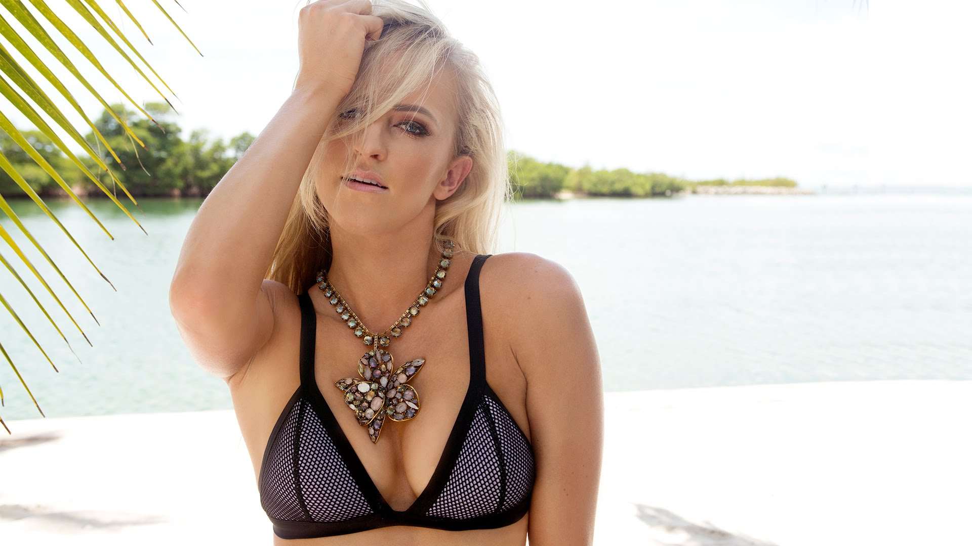 Summer Rae Sexy Boobs Pictures in Black Bikini