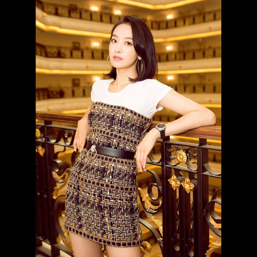Victoria Song hot cleavages pic