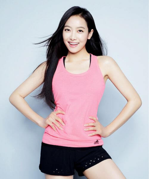Victoria Song hot cleavages
