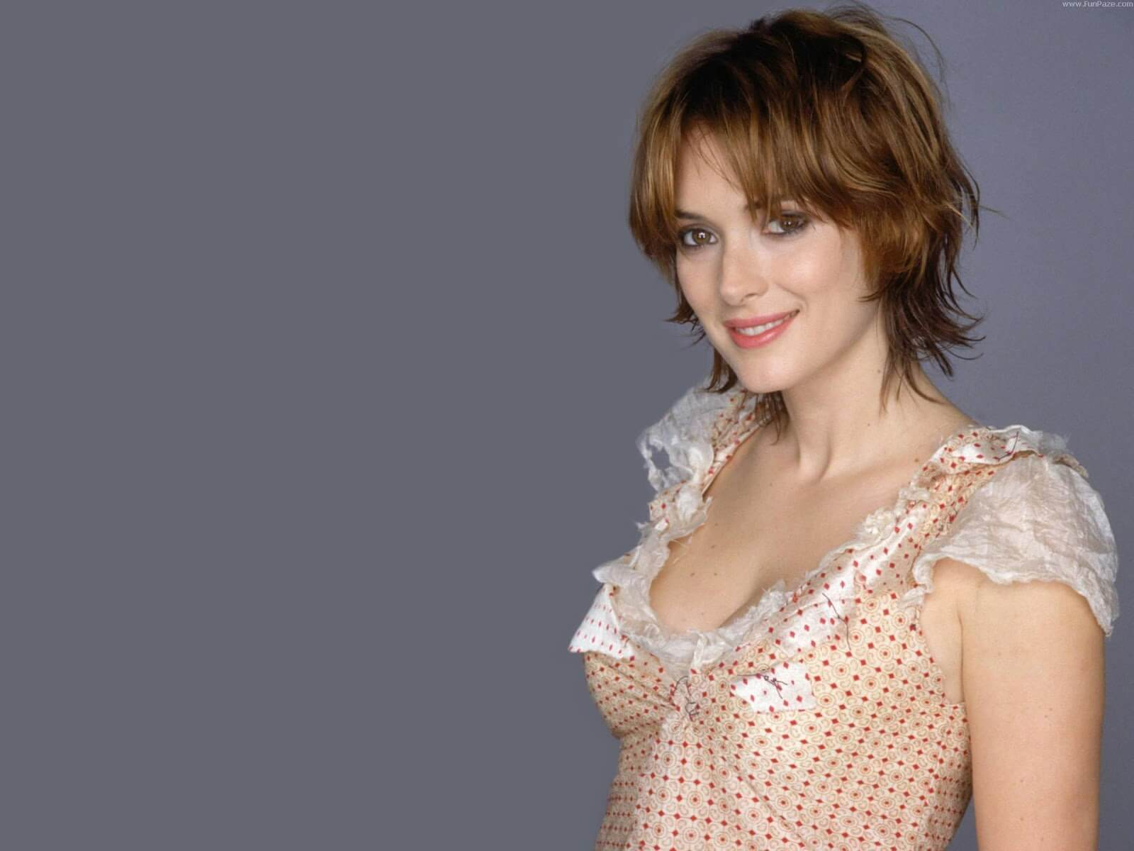 WINONA RYDER cleavage picture