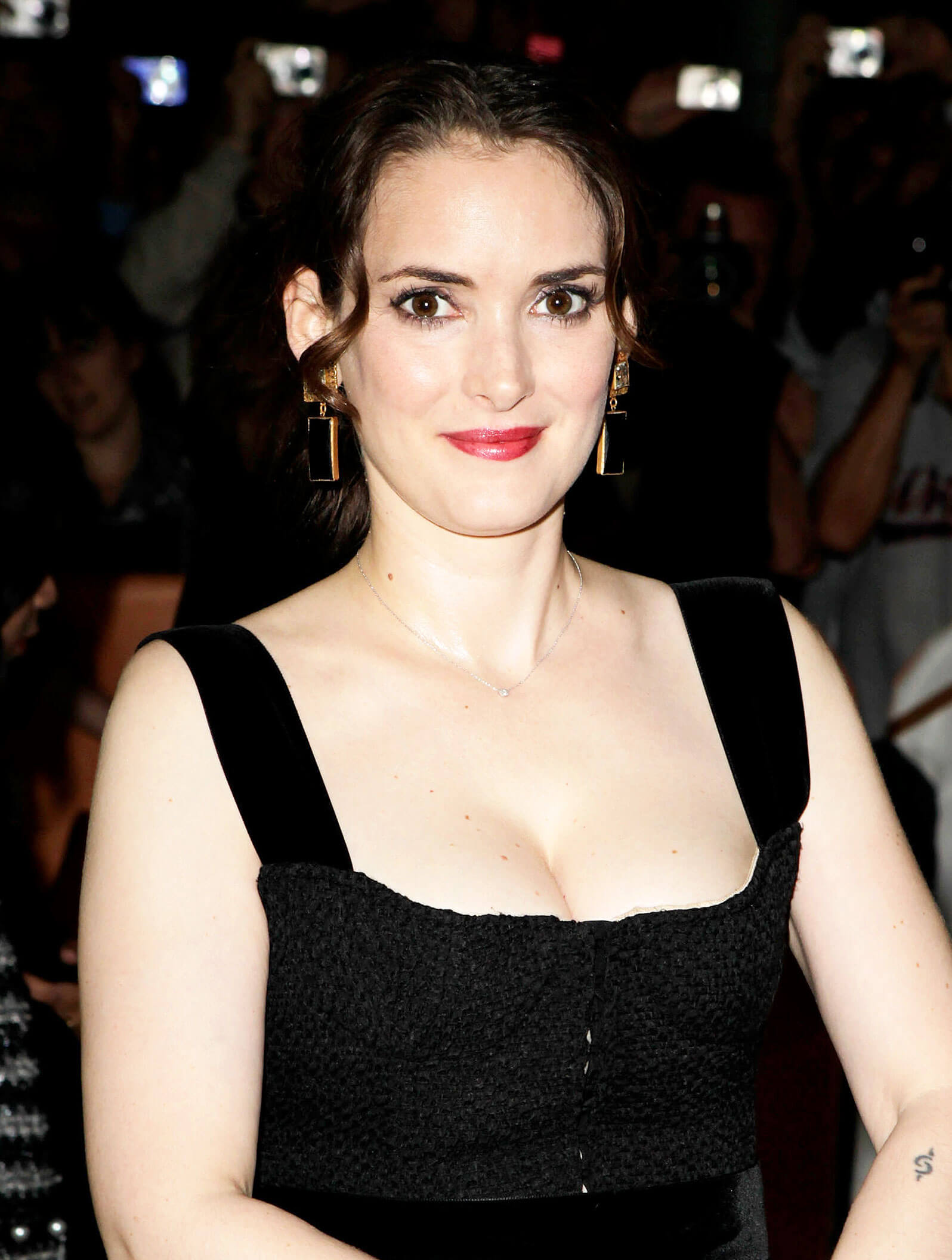 WINONA RYDER hot cleavage