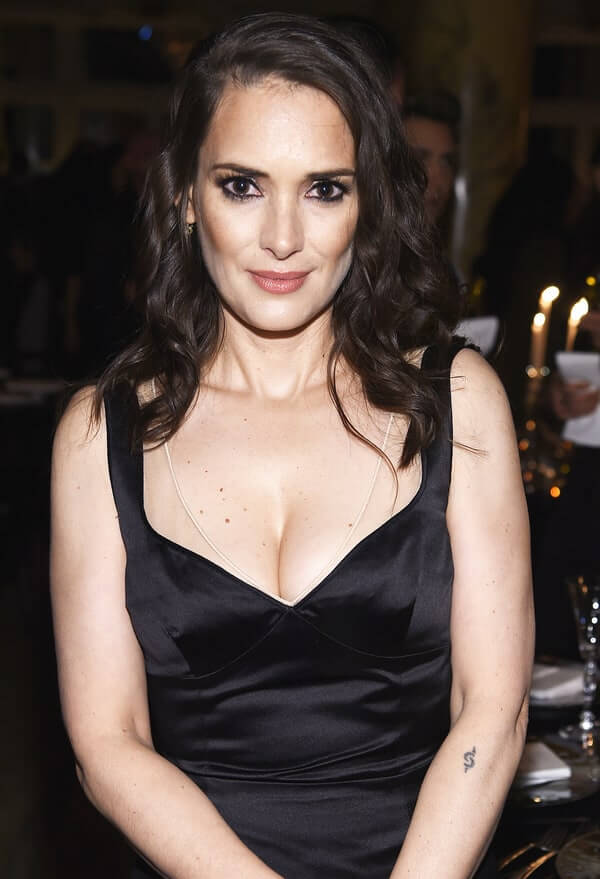 WINONA RYDER sexy cleavage (2)