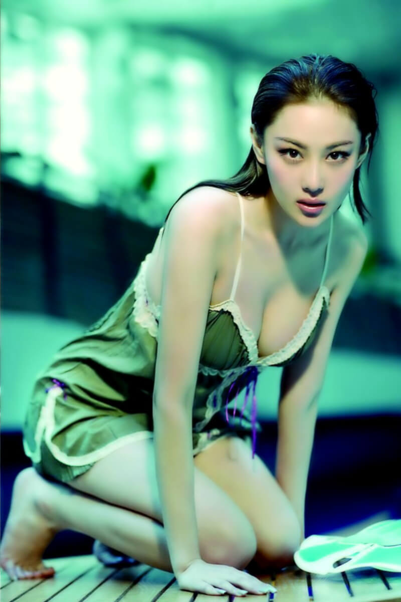 Zhang Xinyu hot cleavages pictures