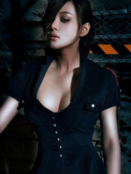 Zhang Xinyu sexy cleavages
