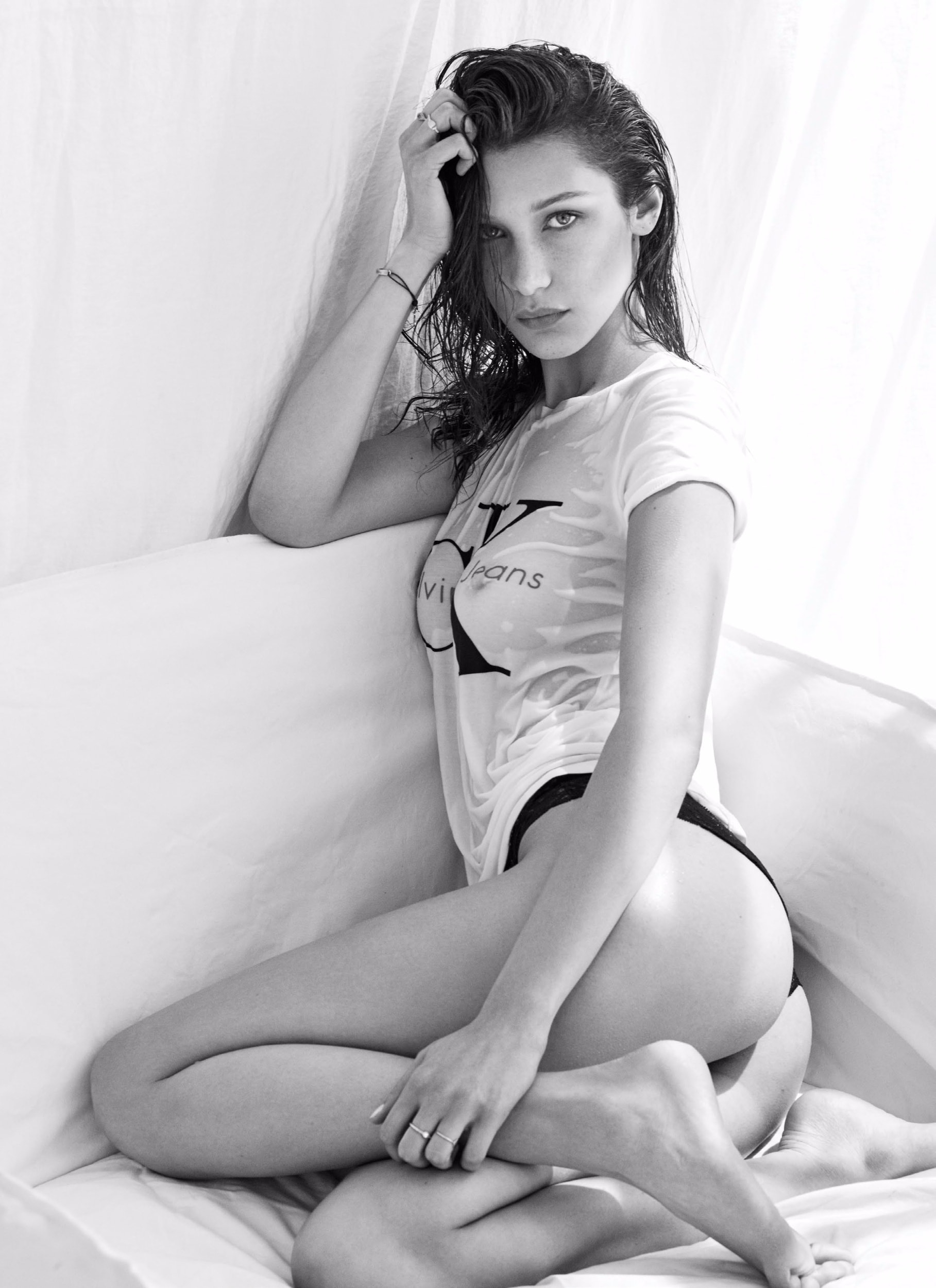 bella hadid ass sexy