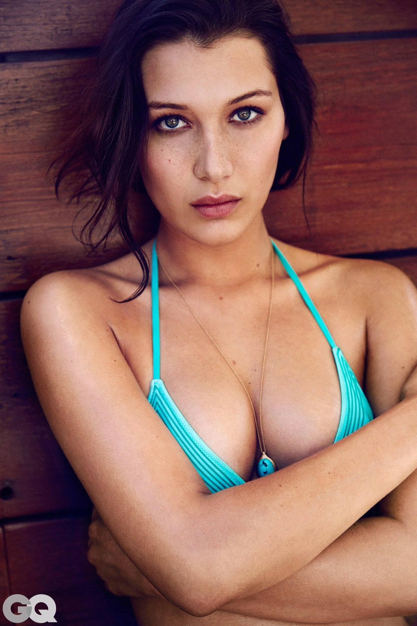 bella hadid cleavagers awesome pic