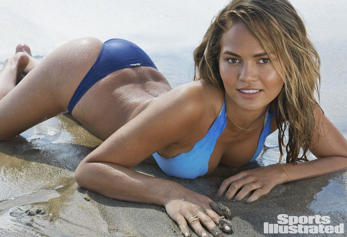chrissy-teigen-in-sports-illustrated-swimsuit-2015-issue_5