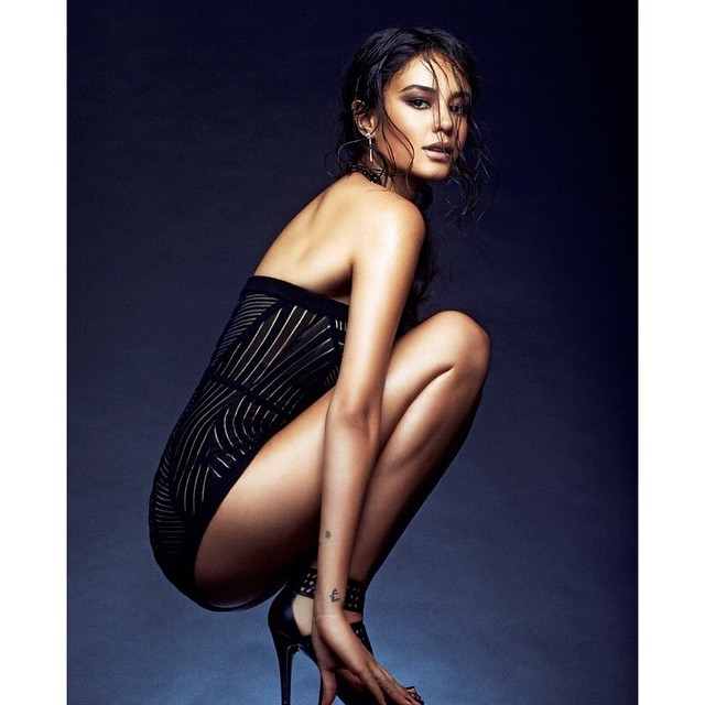courtney eaton legs awesome