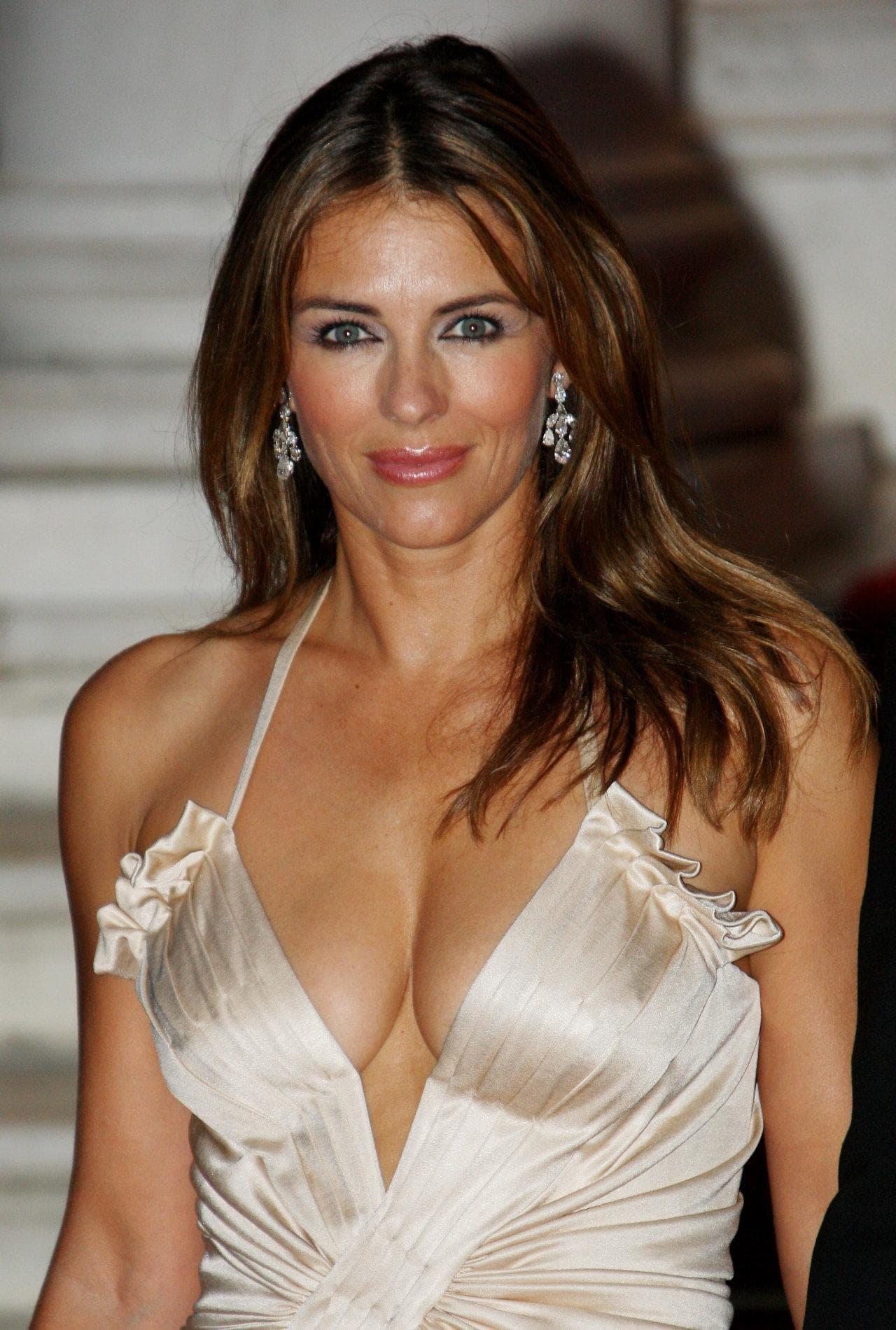elizabeth-hurley awesome cleavages