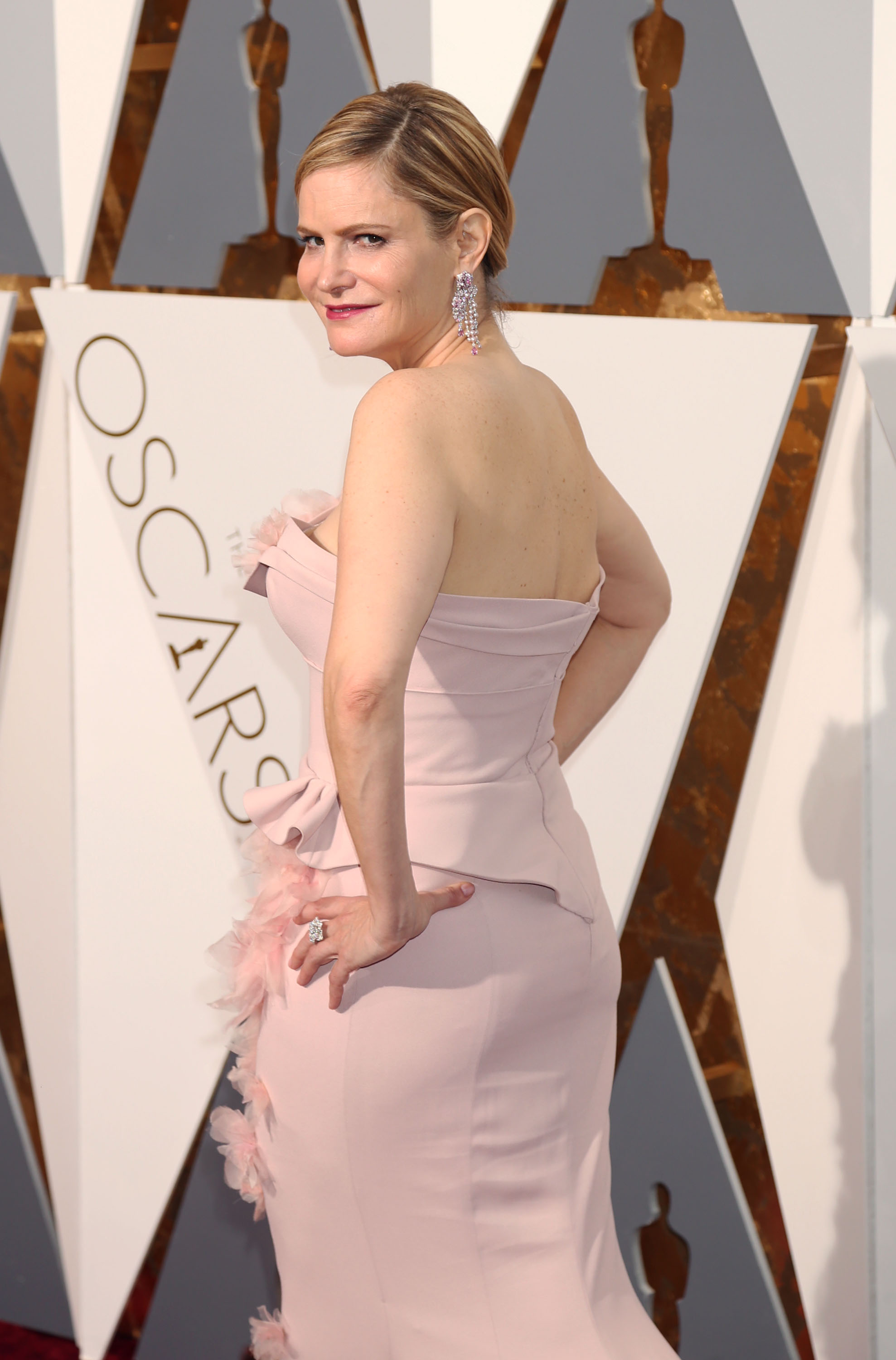 51983442 Celebrities arriving at the 88th Annual Academy Awards at the Hollywood & Highland Center in Hollywood, California on February 28, 2016. Celebrities arriving at the 88th Annual Academy Awards at the Hollywood & Highland Center in Hollywood, California on February 28, 2016. Pictured: Jennifer Jason Leigh FameFlynet, Inc - Beverly Hills, CA, USA - +1 (310) 505-9876