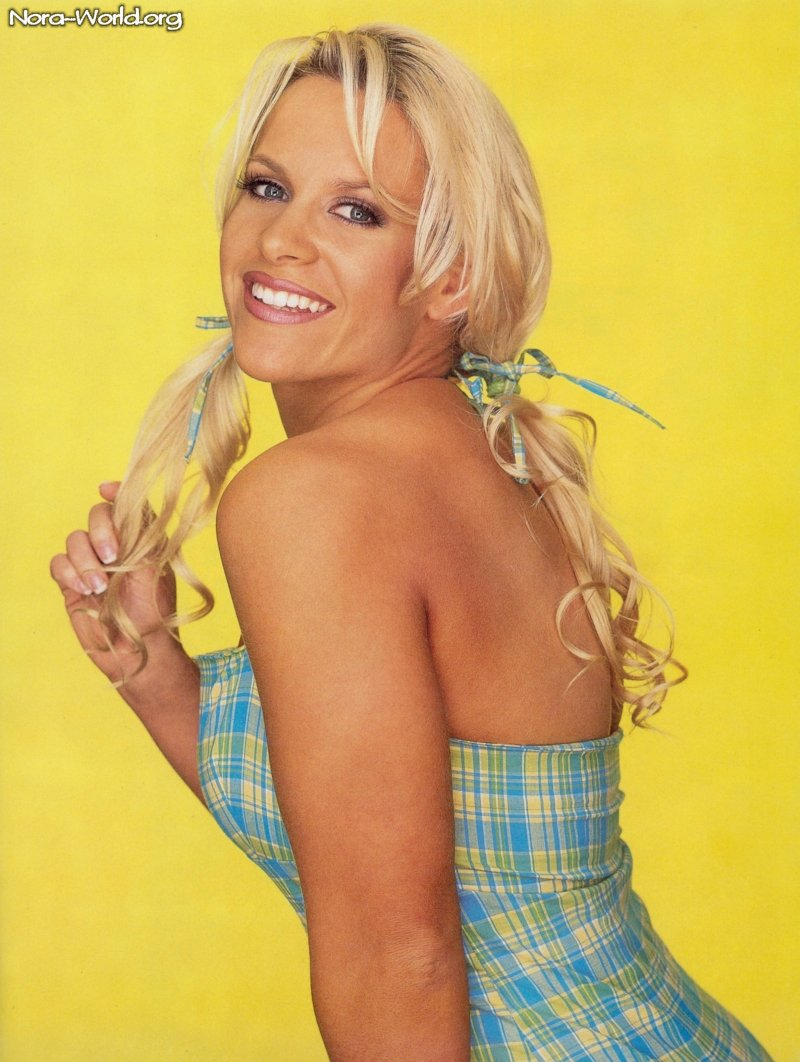 molly holly back less