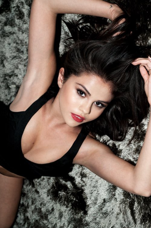 selena-gomez cleavages pictures