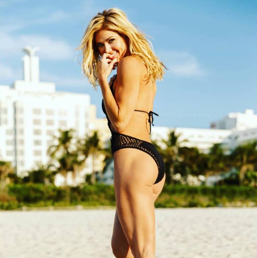 torrie wilson hot butt photo