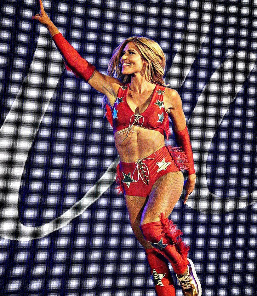 torrie wilson hot red look