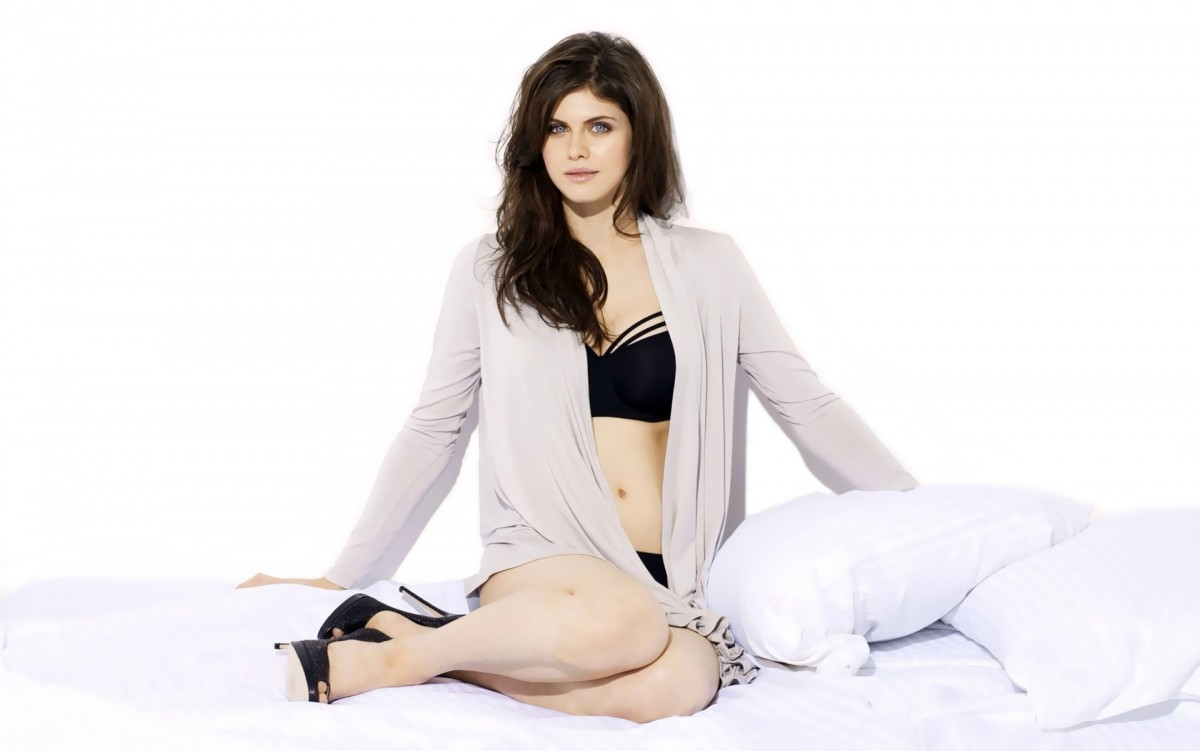 Alexandra daddario hot women photo