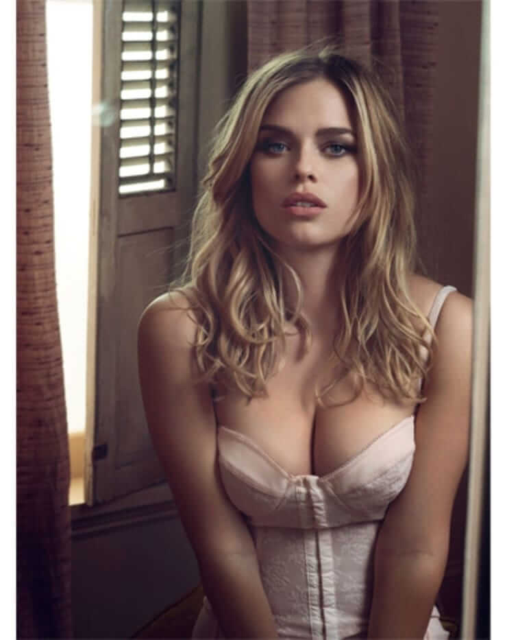 Alice Eve hot cleavages pic
