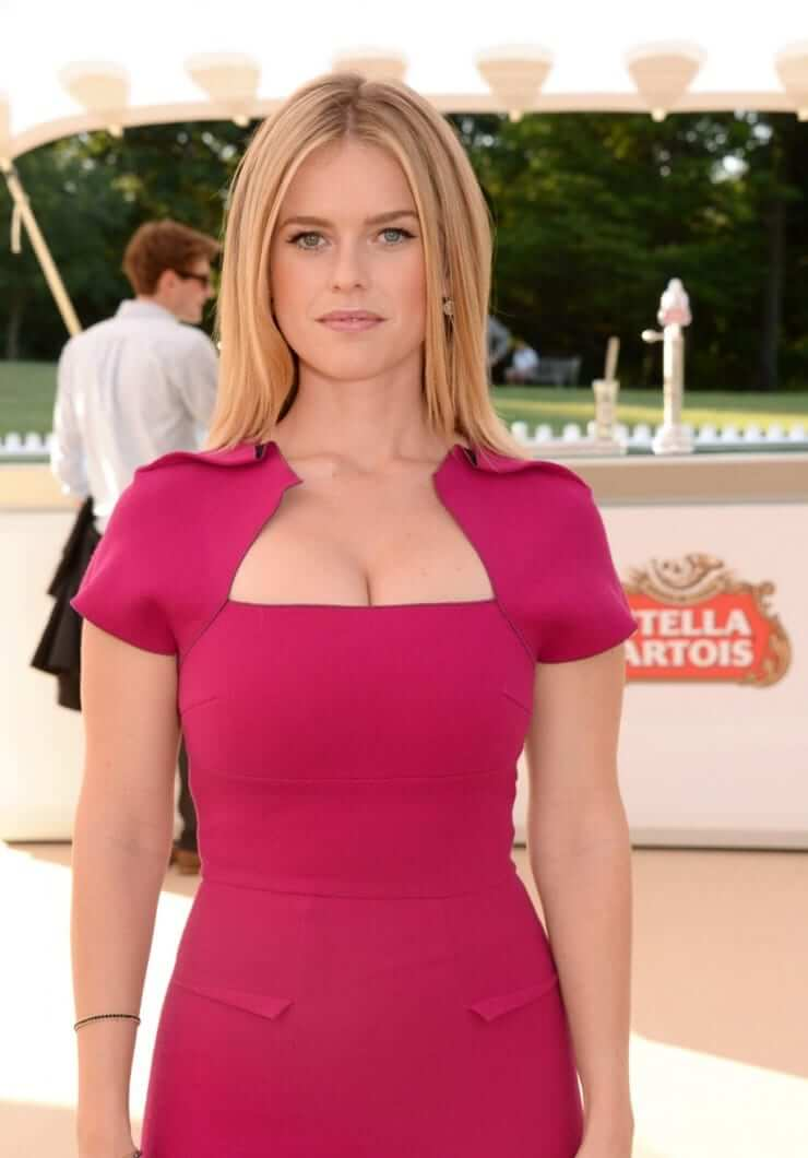 Alice Eve sexy picture
