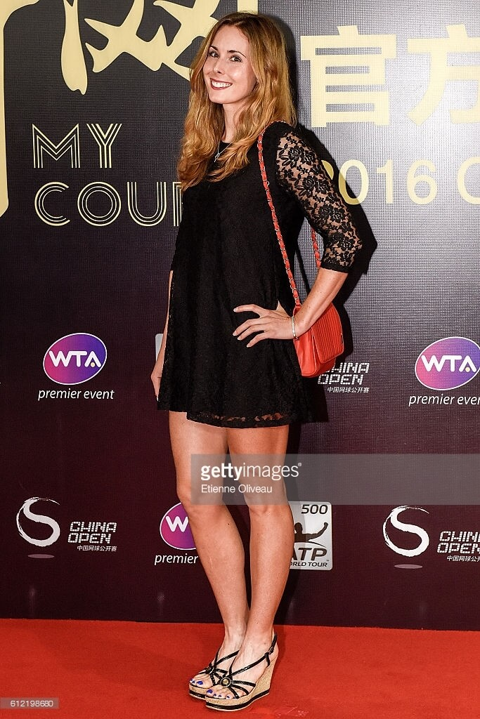 Alizé Cornet sexy side look pic
