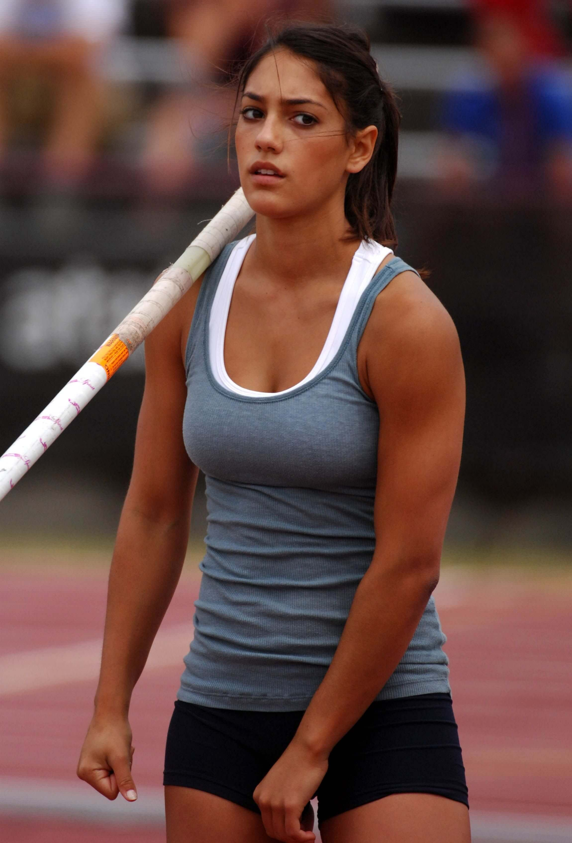 Allison Stokke cleavage